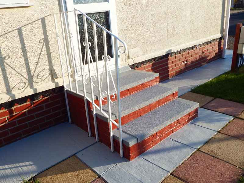 Colour matched anti slip stair treads