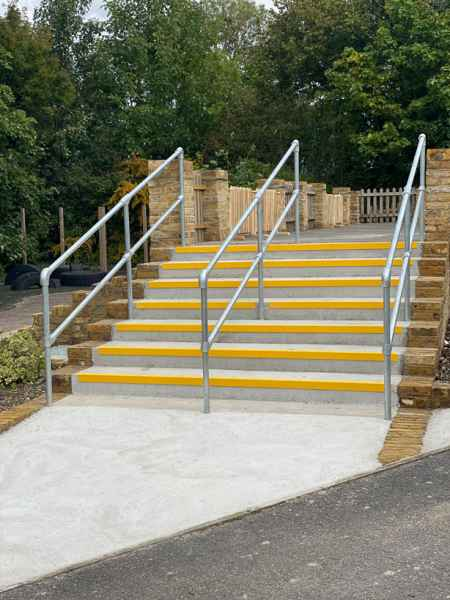 Non slip nosing on concrete external steps