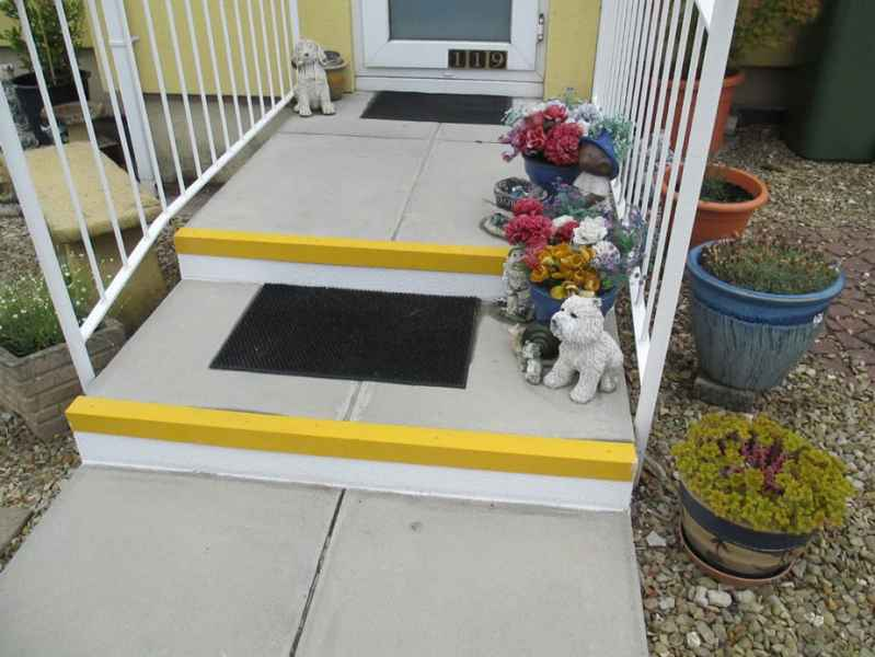 Angie B - Stair Riser Plate white and Fine Grit Anti Slip Stair Nosing Yellow