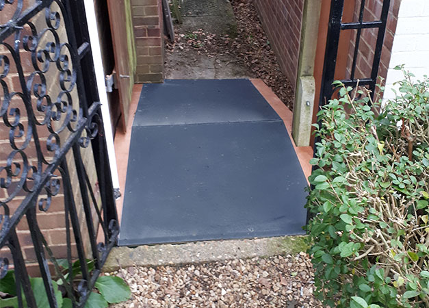 Traction for custom ramps, bridges of a high threshold and wheelchair access ramps.