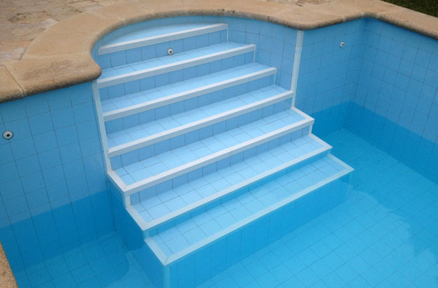 Anti slip stair nosings non slip steps gallery 1 - Non slip tiles for swimming pools ...